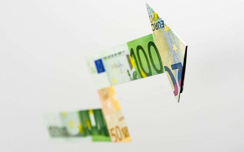 Курс евро на Московской бирже превысил 92 рубля впервые с января 2016 года
