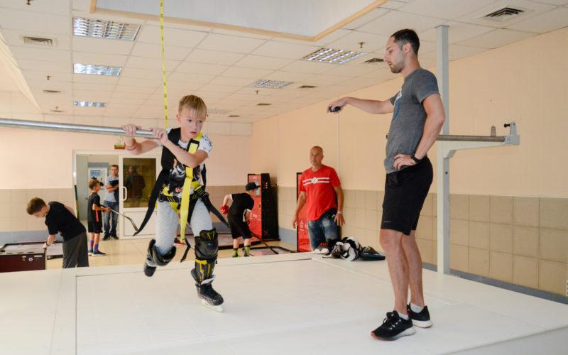 Юные смоленские хоккеисты получили новые уникальные тренажеры