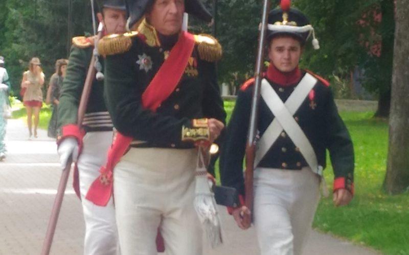 Герои 1812 года вышли в центр Смоленска