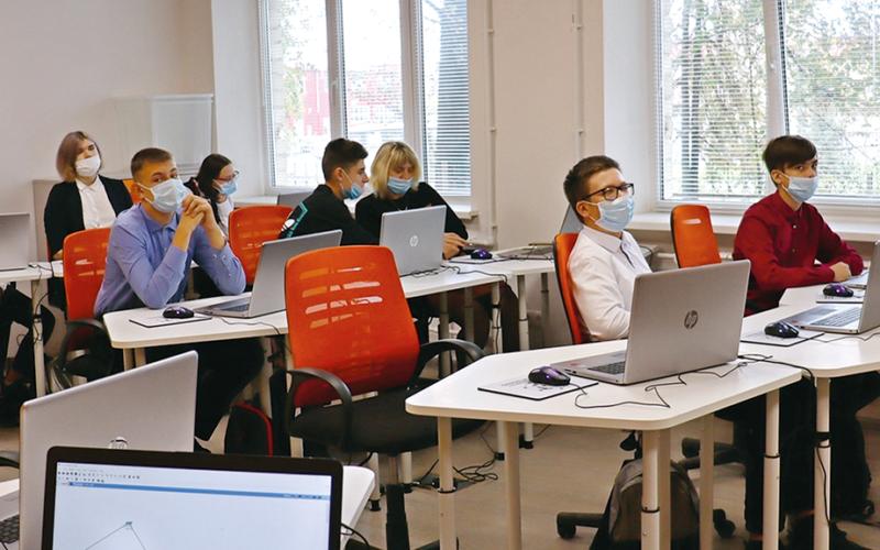 На Смоленщине продолжает внедряться сеть центров цифрового образования детей под названием «IT-куб».