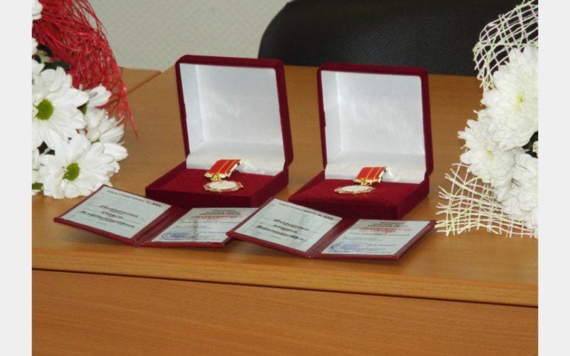Смоленские многодетные мамы получили почетные знаки «Материнская слава»