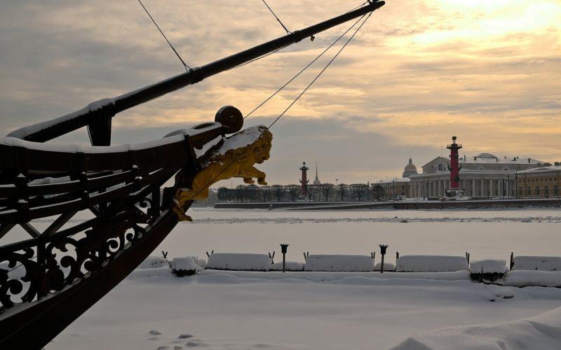 Власти Санкт-Петербурга просят не приезжать туристов к ним на новогодние праздники