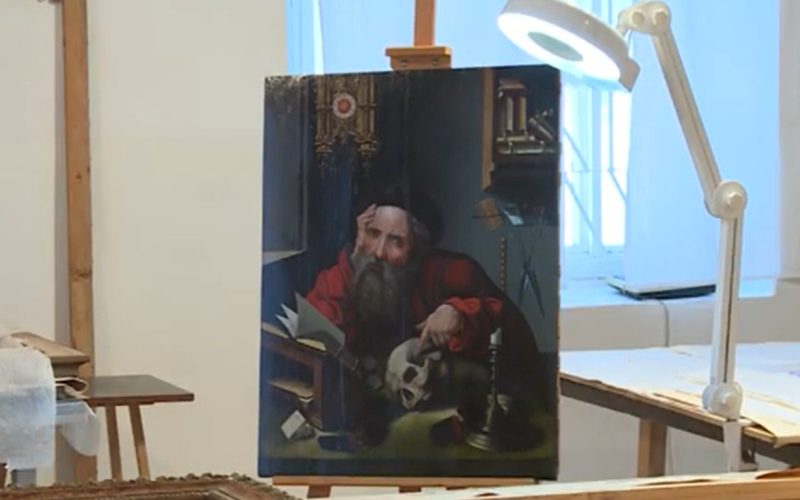 Смоленские реставраторы заканчивают восстановление древнего портрета Иеронима