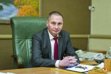 Глава города Смоленска Андрей Борисов поздравляет женщин с наступающим 8 марта
