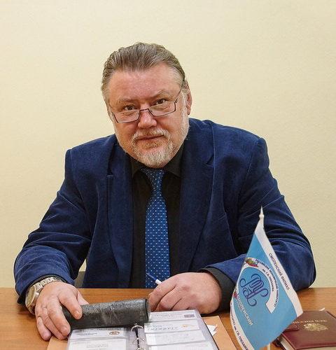 С наступающим праздником поздравляет женщин директор Смоленского филиала «РЭУ им Г.В. Плеханова» Валерий Мельников
