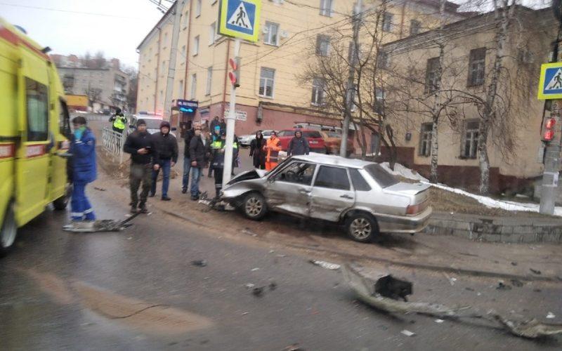 Три женщины и ребенок пострадали в жестком утреннем ДТП в Смоленске