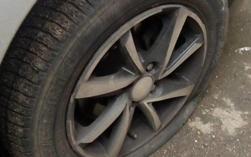 Гонка с преследованием: смоленские пограничники были вынуждены тормозить машины нарушителей с помощью шипов