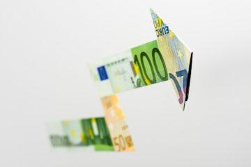 Курс евро поднялся выше 92 рублей впервые с начала февраля