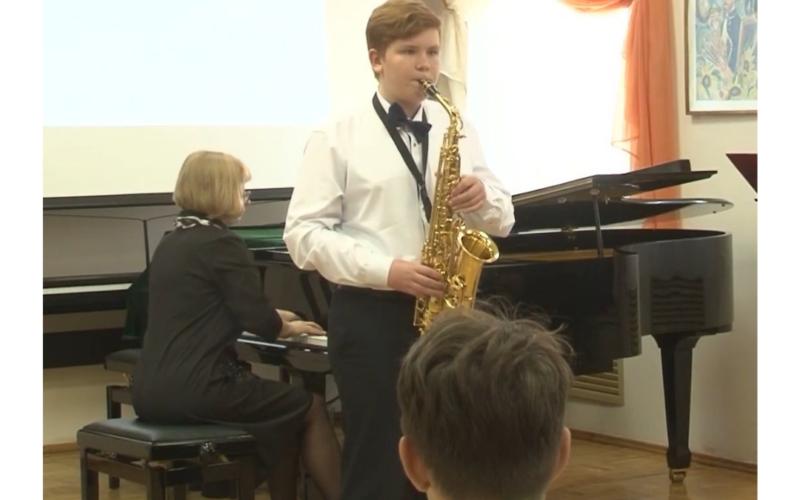 Смоленский музыкант переложил известные музыкальные произведения для духовых и ударных инструментов