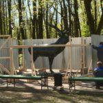 Бронзового оленя на Блонье в Смоленске обнесли забором