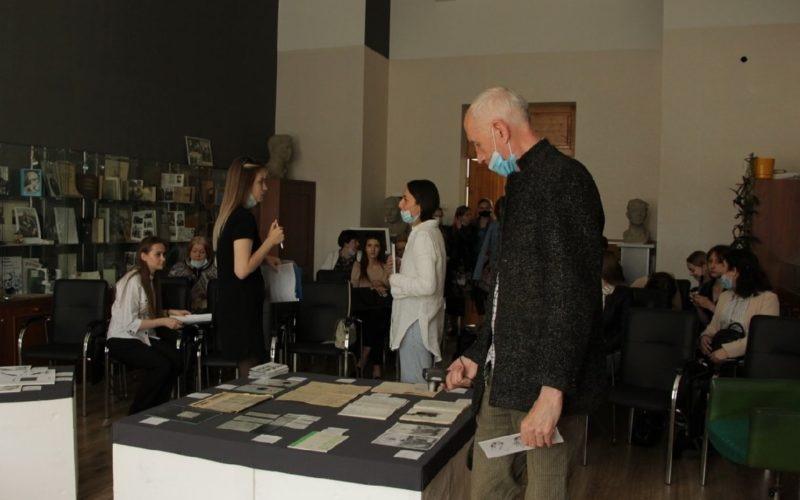 В Литературном музее СмолГУоткрылась выставка, посвященная смоленскому андеграунду