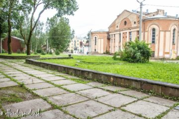 В Смоленске приступили к благоустройству территории около кинотеатра «Октябрь»