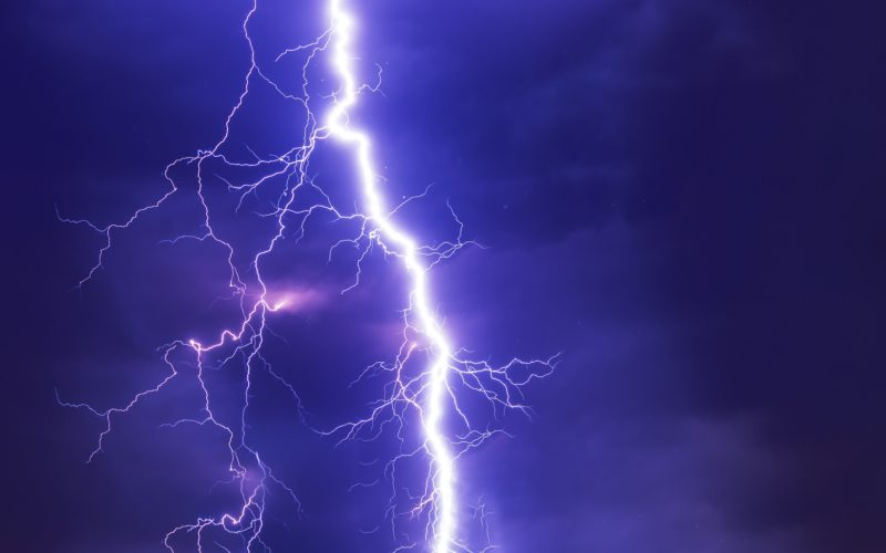 На Смоленскую область надвигаются ураган и грозы. Синоптики объявили «желтый» уровень погодной опасности