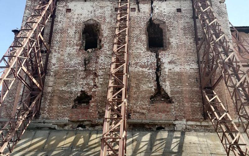 Реставрационные работы на Смоленской крепостной стене приостановили из-за сильной жары