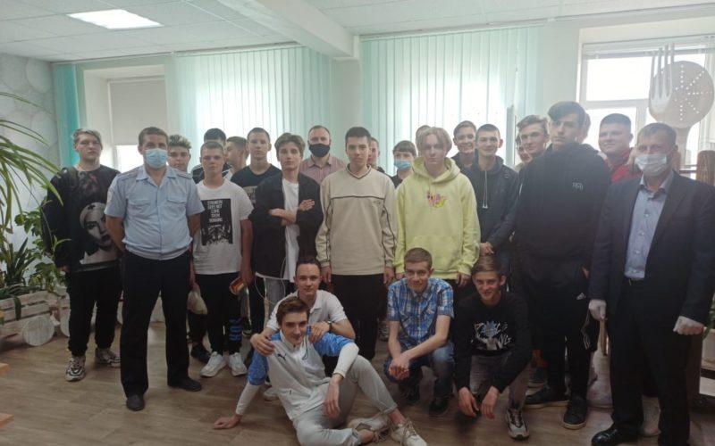 Акцию «Вместе против кибермошенников» организовали для смоленских студентов транспортные полицейские