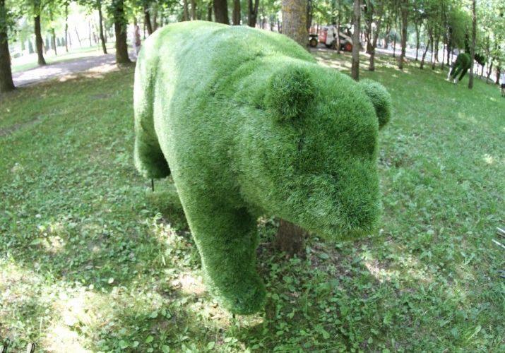 В Смоленском парке появились новые зеленые арт-объекты