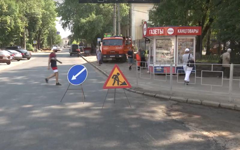 В Смоленске привели в порядок участок дороги и тротуара на улице Исаковского