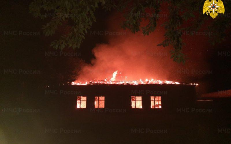 В Вязьме всю ночь тушили крупнейший хлебозавод района
