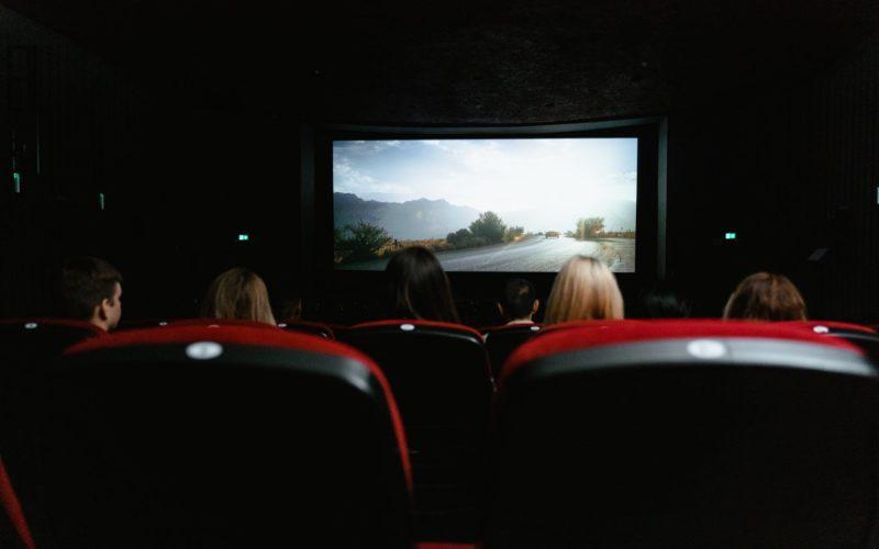 В российских кинотеатрах могут запретить присутствие на сеансах в неопрятном виде