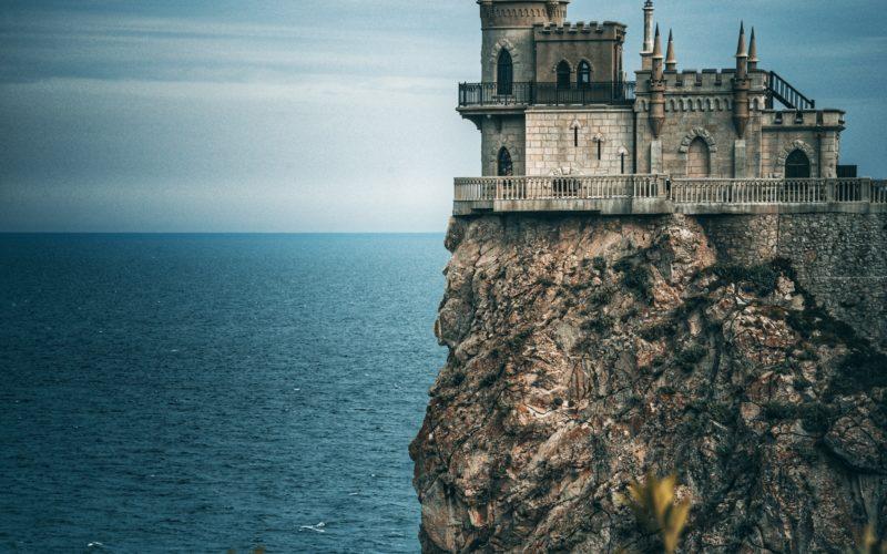 Порошенко пообещал за год отобрать Крым у России