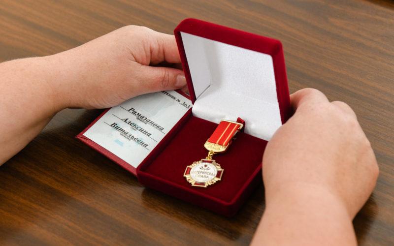 12 смолянок получили почётный знак региона «Материнская слава»