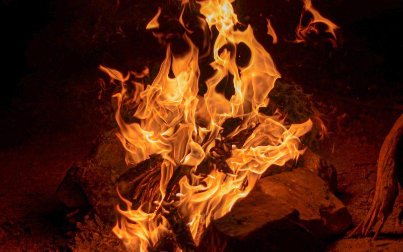 В страшном пожаре в дорогобужском районе погибла женщина