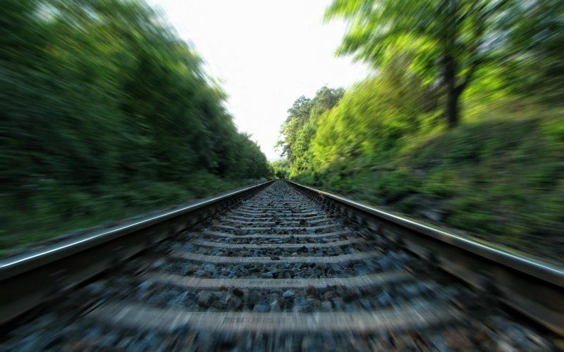 В Смоленской области под колесами поезда погиб мужчина