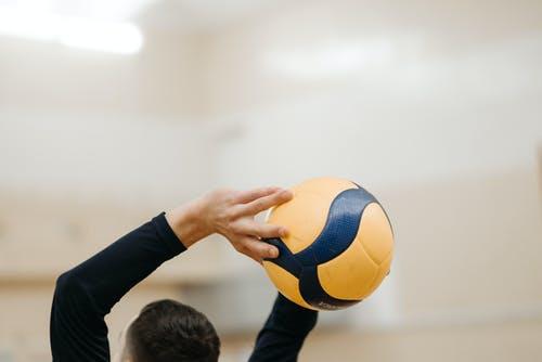 Российская мужская сборная по волейболу одолела команду Бразилии и вошла в финал Олимпийских игр