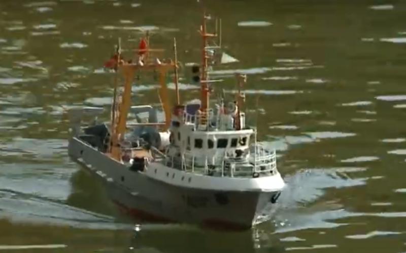 В Смоленске в Соловьиной роще спустили на воду модели судов со всей страны